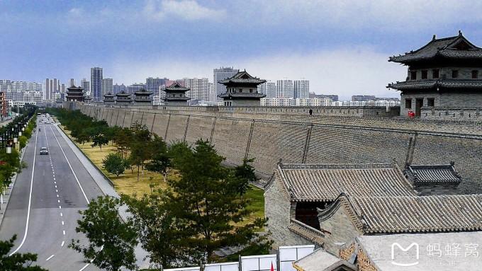 由于梁思成先生对大同城楼的测绘资料齐全,照片文献详实,而且城墙