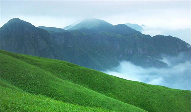武功山风景名胜区位于吉安市安福县和萍乡市境内,介于东经114° 10
