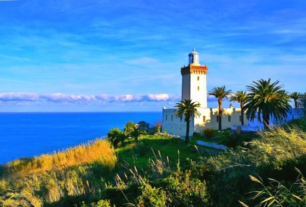 丹吉尔著名的斯帕特尔海角灯塔