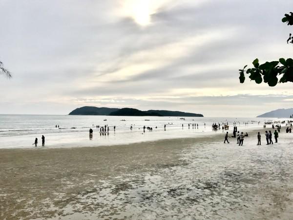 马来西亚 游记   现在揭晓昨天行程里的答案:这是小螃蟹挖的洞!