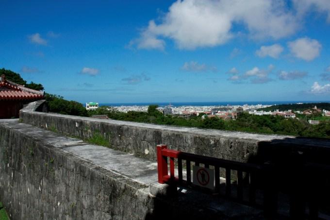 首里城是琉球群岛的重要古迹,是以战后残留的原型为样板复制的唐朝