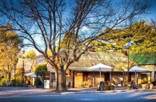 """【悉尼凯恩斯阿德莱德休闲定制】阿德莱德—德国村汉多夫—杰卡斯酒庄—金斯顿—悉尼—凯恩斯—大堡礁 乘坐大猫号游船前往绿岛、大堡礁 在澳洲最大海滩享受日光浴和出游乐趣 悉尼大学作为澳大利亚历史最悠久和最负盛名的大学,被称为""""澳洲第一校"""" 登顶悉尼塔,澳大利亚最高的建筑、南半球最高参观平台 【这些我们还能为你提供】 直升机俯瞰心形大堡礁  蓝山小镇春赏花、秋看叶 在历史悠久的托布鲁克农场,看牧羊犬赶羊、放鸭和剃羊毛表"""