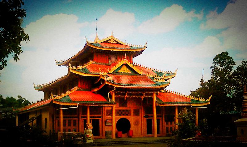 云南德宏州的傣族寺庙