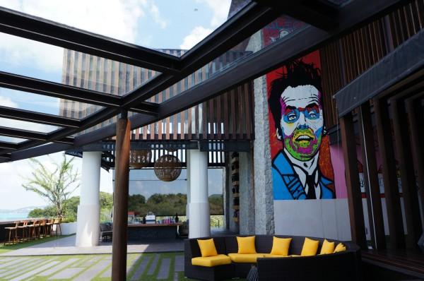 苏梅岛 游记  酒店内现代抽象的大壁画.