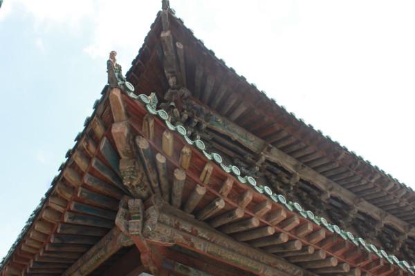 每个古建筑勾心斗角的房顶都会深深的吸引我,很想知道他们是如何一块