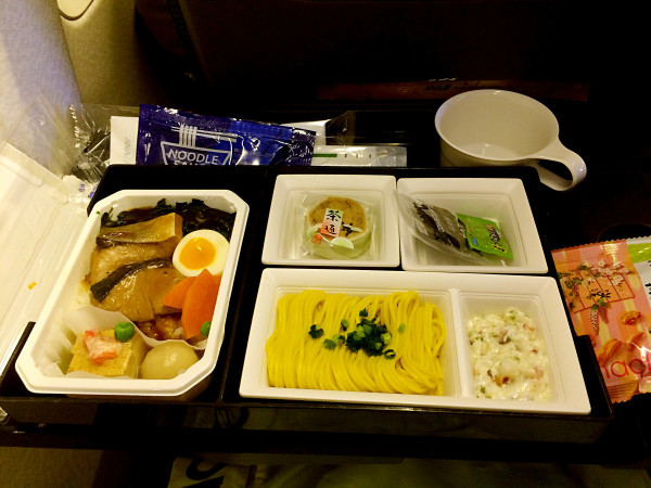 返程的飞机餐,给全日空点个赞,色香味俱全,各种洋酒可供选择,但是我