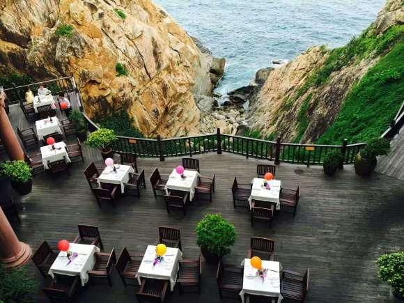 费用包含: 分界洲门票,船票,分界洲岛景区山顶浪谷幽蓝悬崖餐厅自助餐