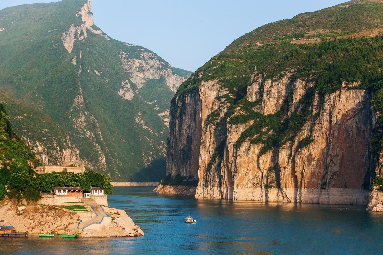 长江三峡是中国10大风景名胜之一,中国40佳旅游景观之首.