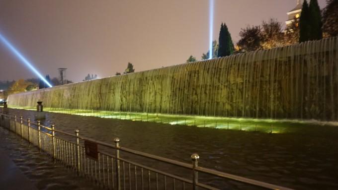 晚上去大雁塔北广场看音乐喷泉的夜景