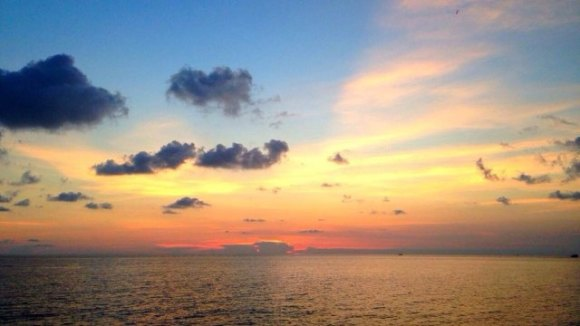 美丽的象岛 象岛,泰国仅次于普吉的第二大岛,70%的地区都被原始雨林