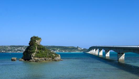 古宇利岛是冲绳北部的一座离岛,小岛面积并不大,绕岛一周也不过8公里