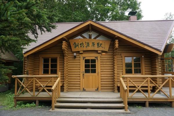 湿原站这个木房子超级朴素,是个无人站