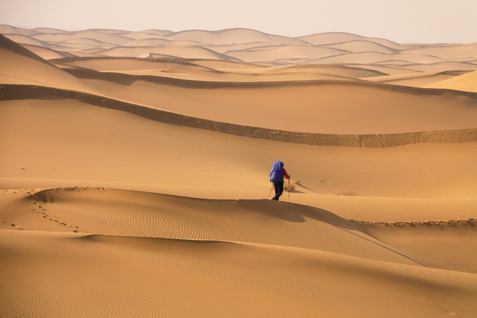 腾格里沙漠心之所向- 人在画中的徒步旅程
